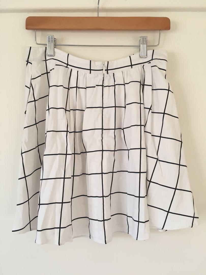 Portmans White skirt with window pane pattern size 10