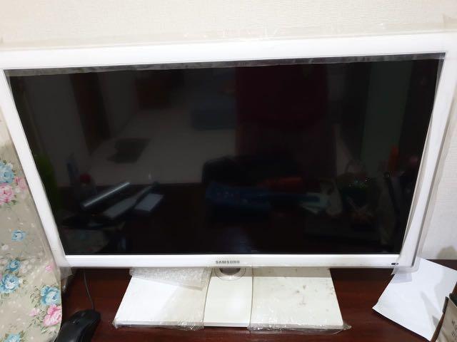 Tv Samsung 32 inch white LED TV. Bukan smart tv