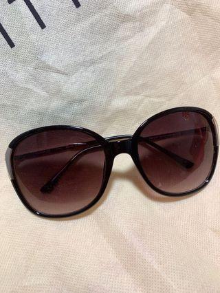 * BRAND NEW Round Sunglasses