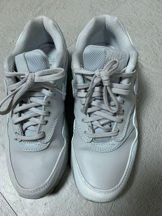 【賠售求出清880免郵資,勿議價】原價3800元~穿過約5次內,近新Nike 正品西門町專賣店購買的氣墊鞋/灰白色/23號