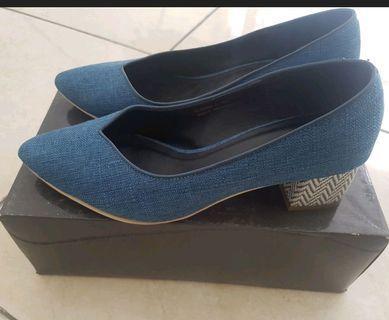 Noche Pump Shoes - Sepatu dengan hak nyaman