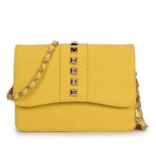 🚚 #MRTYishun Yellow Elegant Sling Bag #ENDGAMEYourEXCESS #MRTRaffles