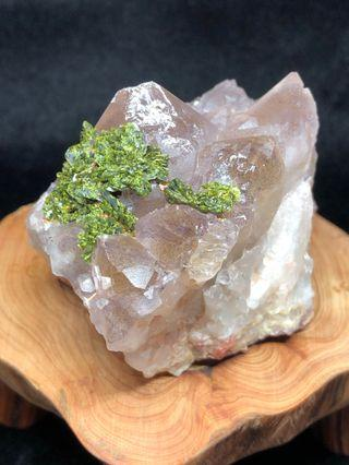 🚚 超7原礦带绿碧玺 Super 7 with green tourmaline quartz cluster 216g