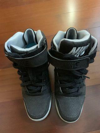 正品出清NIKE專賣店購買,高桶厚底氣墊鞋