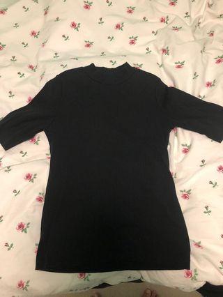 Uniqlo ribbed mock neck, size M
