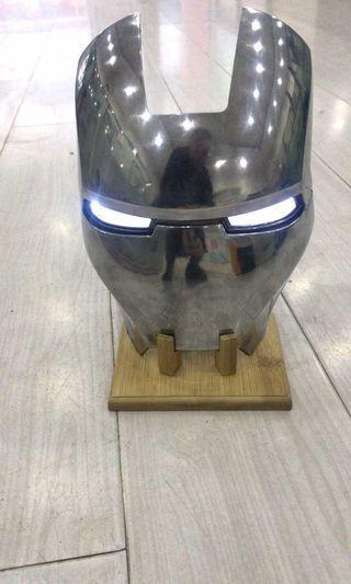 鋼鐵俠面罩工艺品→送底座→送眼灯→送电池