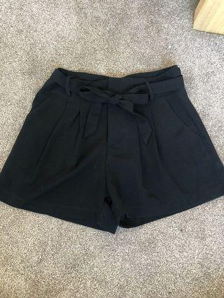 Baggy tie up shorts