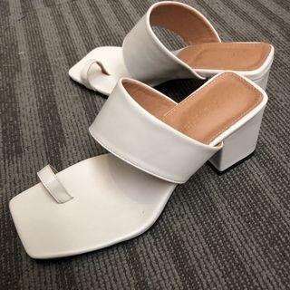 🚚 超美露腳趾方頭粗跟鞋