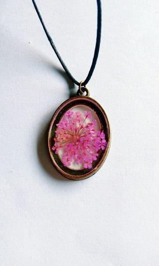 DiY flower pendant