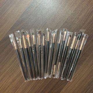 🚚 15 brushes