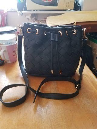 黑色斜揹 側揹 織紋手袋