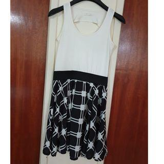Black & White Sleeveless Flare Dress #EndgameYourExcess