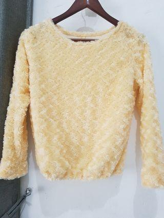 Sweater rose bulu halus. Atasan wanita