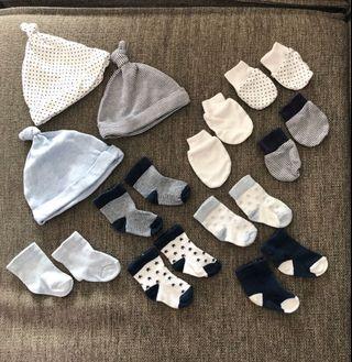 🚚 Matching baby newborn hats, mittens, socks