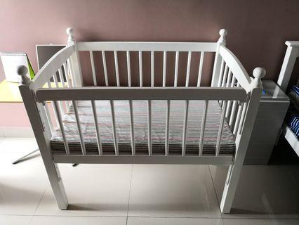 White rubber wood baby cot / baby bed / crib