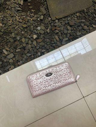 Woman long wallet