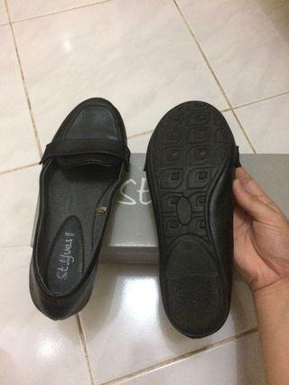 St.yves Black flat shoes size 36