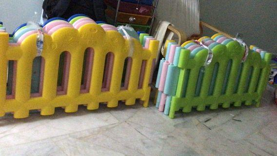 Baby safety play fence
