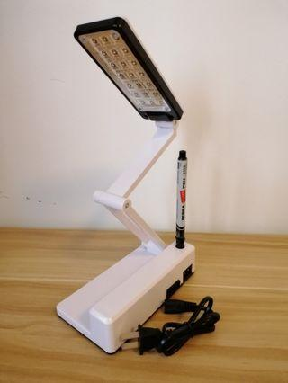 🚚 Foldable rechargeable table lamp
