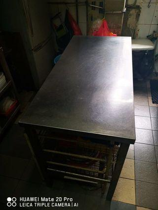 🚚 Stainless steel table