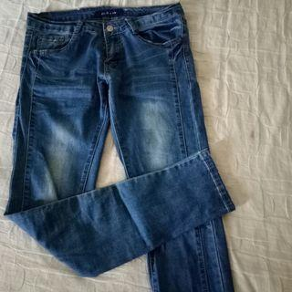 刷白顯瘦小腳牛仔褲