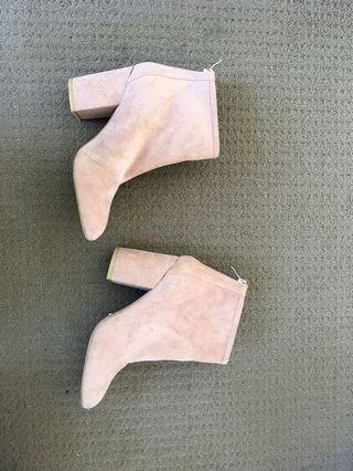 Never worn Billini suede boots