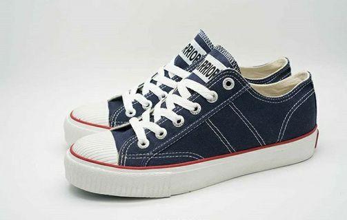 Sepatu Classic LC Navy