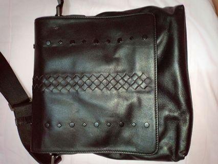 Bottega veneta man sling bag