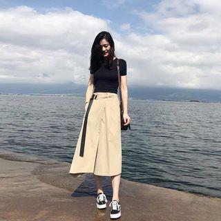 全新黑色T-shirt 💯 米色裙