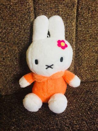 Boneka mini rabbit orange
