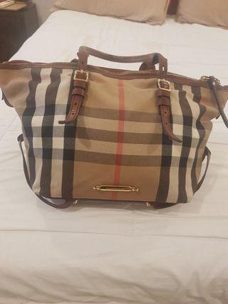 🚚 Burberry Tote Bag