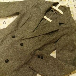 灰色修身薄西裝外套