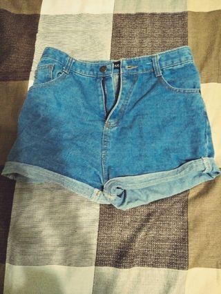 🚚 高腰牛仔短褲(淺色)
