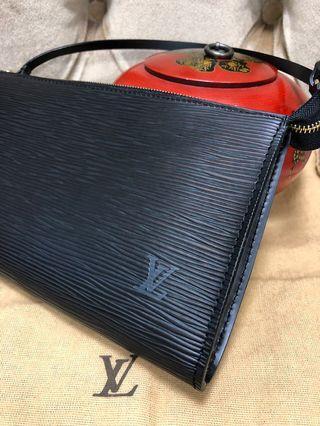 6633aef2909c  100% AUTHENTIC  Louis Vuitton - Epi Leather Black Shoulder Bag Pochette  Accessories