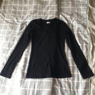 🚚 《二手》黑色V領長袖上衣  #半價衣服拍賣會
