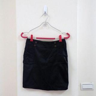 OL風排釦抓褶窄裙