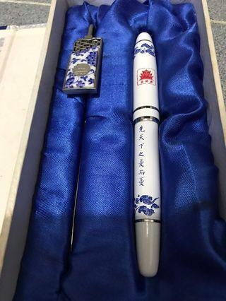 青花瓷珍藏墨水筆及書夾一套(全新)