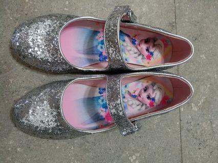 H&M frozen shoe size euro 32