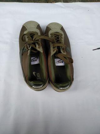 Dijual sepatu nike