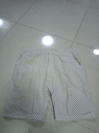 🚚 BN white bermudas for sale. Size 36