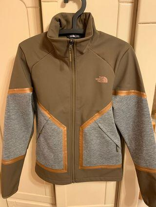 🚚 The north face
