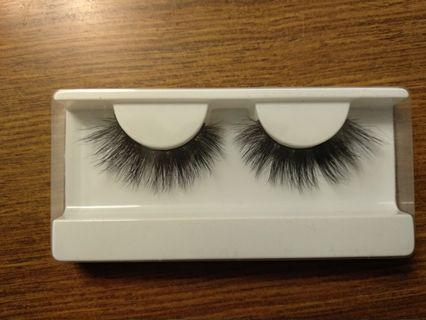 H08 Fluttery Lashes