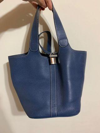 🚚 藍色皮水桶包