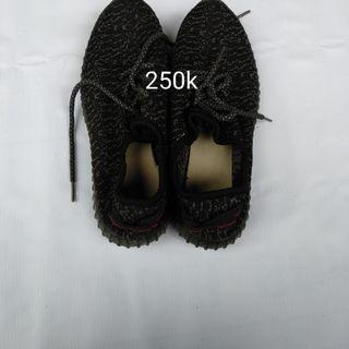 Sepatu yezzy