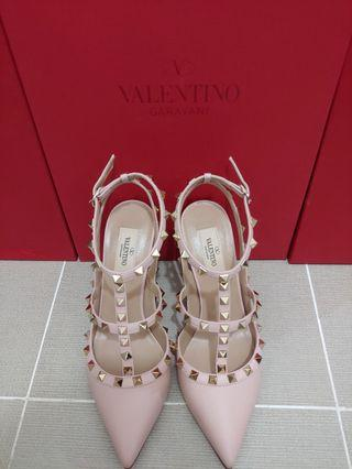7a27b191da valentino rockstuds heels | Luxury | Carousell Singapore