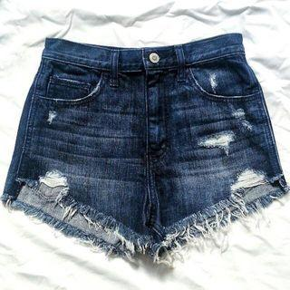 ✨✨FLASH SALE✨✨ Hollister Distressed Highwaisted Shorts