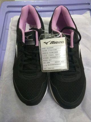Sample Mizuno Women's US8 Maximizer 19 跑步鞋