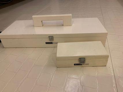 🚚 Black & White Mahjong Tiles and Chips