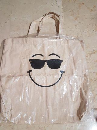 🚚 💟 BNIB Canvas Tote/ Shoulder Bag