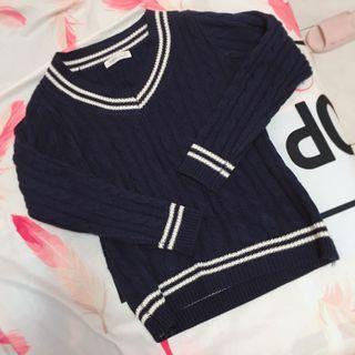 V領學生條紋毛衣